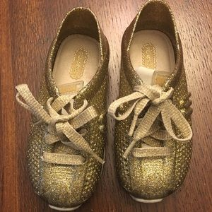 Girls Mini Melissa gold sneaker style shoe size 9